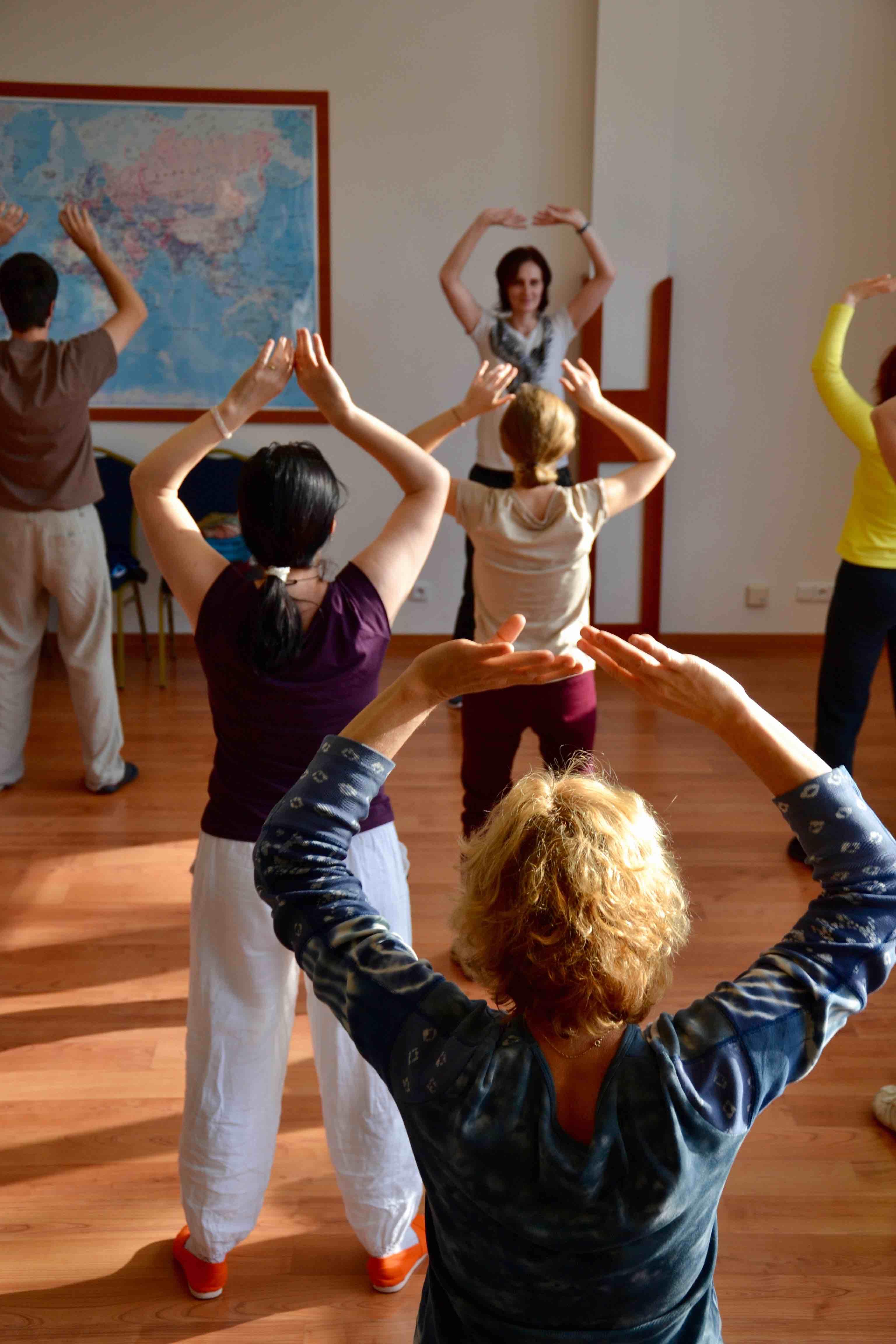 Čchi-kung (Qi gong) styl Orel vhnízdě je zdravotní cvičení, které přináší harmonii těla, energie amysli.